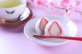 イチゴ大福と煎茶.jpg